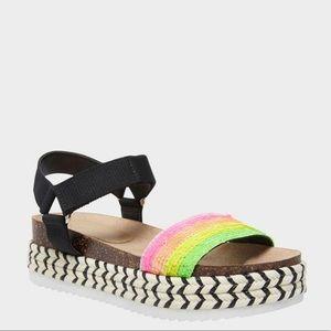 "NWOB Betsey Johnson 2"" platform sandals Sz 7.5"
